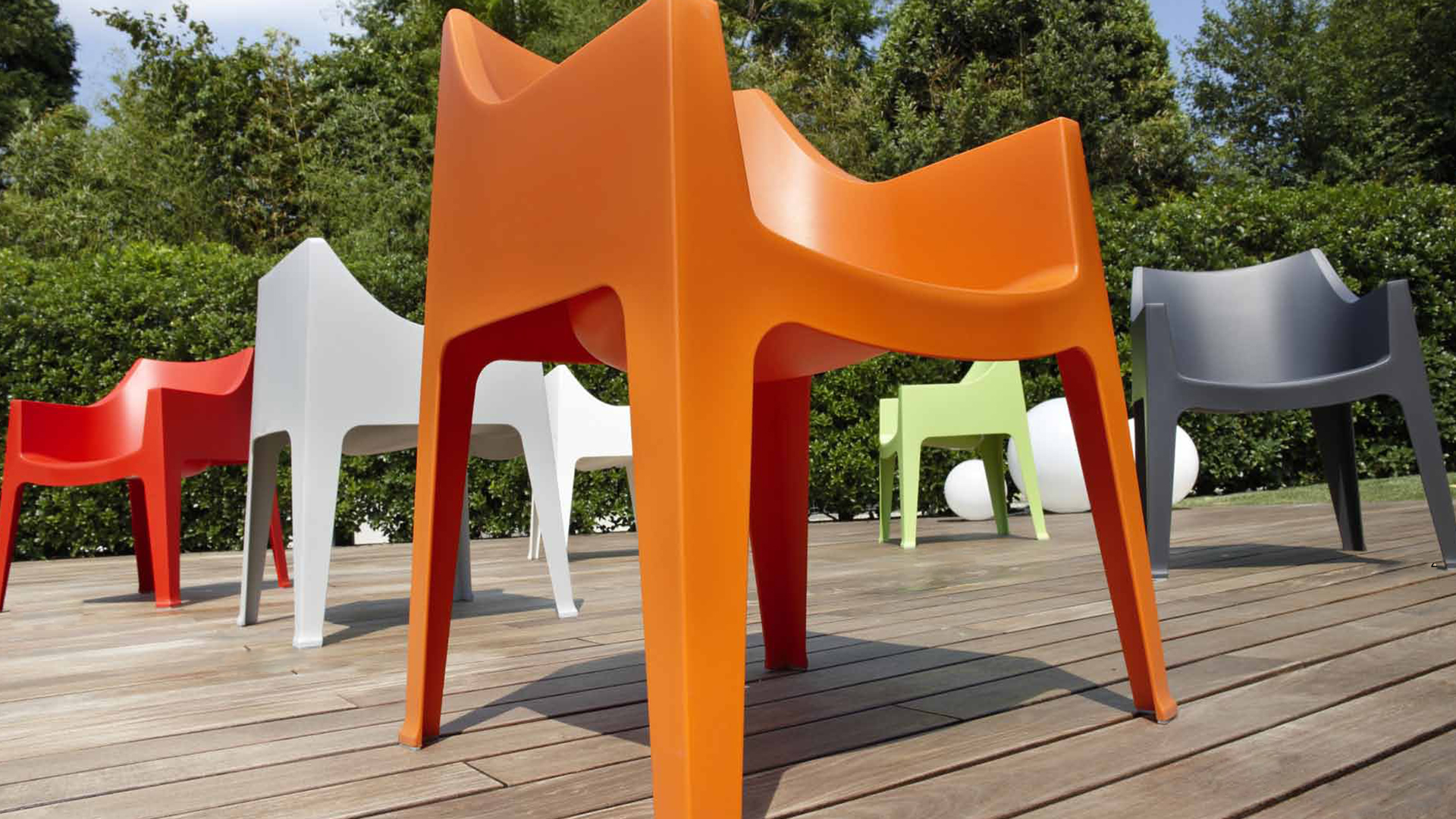 chaise fauteuil moule divers coloris mobilier moss design occolona le blog mobilier moss. Black Bedroom Furniture Sets. Home Design Ideas