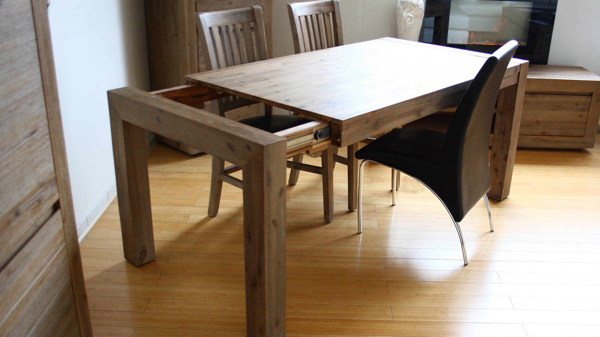 Table de salle a manger moderne bois for Table a manger bois