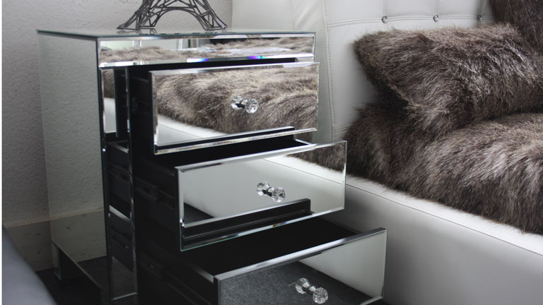 le blog mobiliermoss room tour avec sananas le paradis du mobilier en miroir. Black Bedroom Furniture Sets. Home Design Ideas