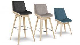 Chaises et tabourets en bois et tissu